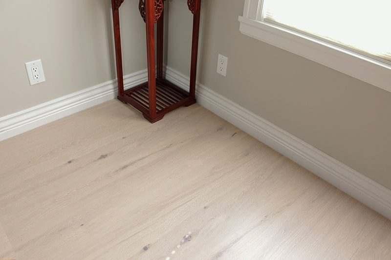 cork wood flooring oak creme livingroom modern - Cork Wood Flooring - Creme Oak - Swiss Cork Long Planks